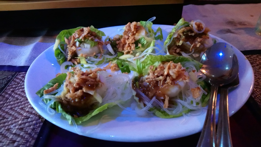 Scallops on lettuce with glass noodles.